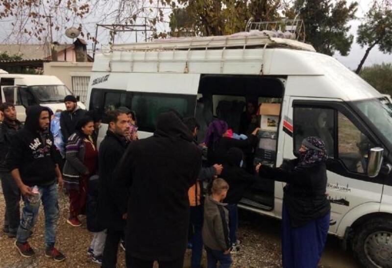 Manavgat'ta 2 minibüste 24 Suriyeli yakalandı