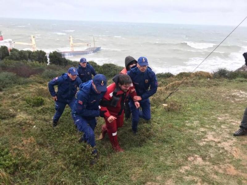 Şile'de gemide mahsur kalan mürettebat kurtarılıyor