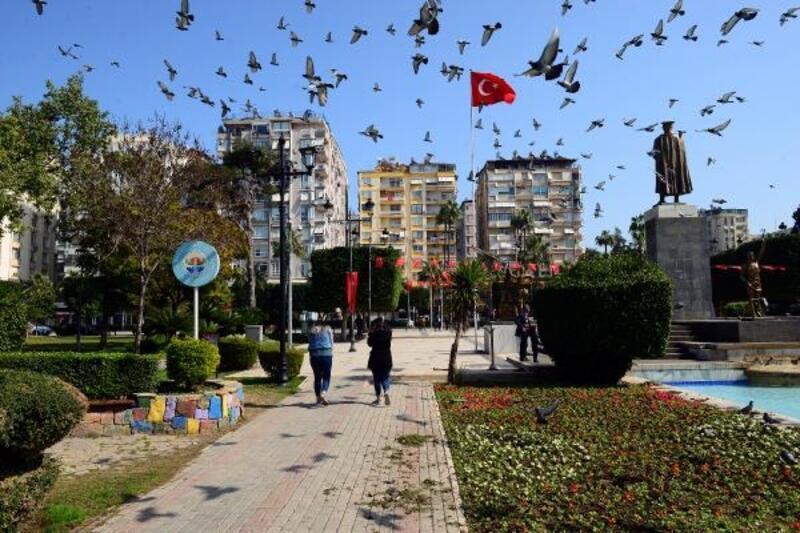 Adanalılar Şubat'ta baharı yaşıyor