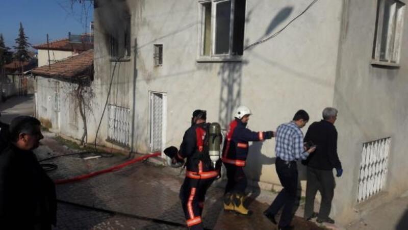 Malatya'da evde çıkan yangın paniğe neden oldu