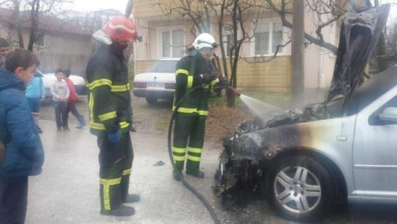 Otomobilin motoru yandı