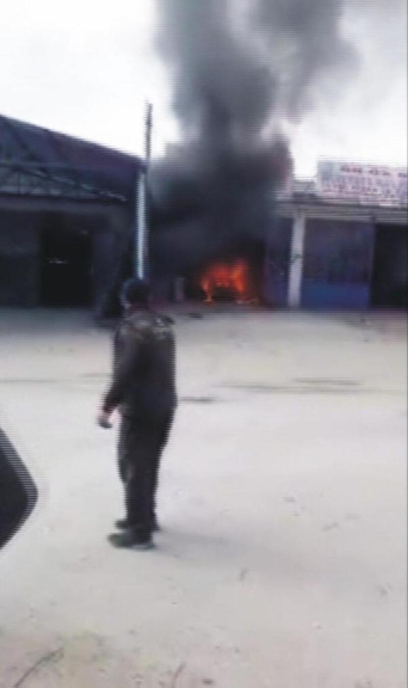 Tamir için sanayiye bırakılan otomobil yandı