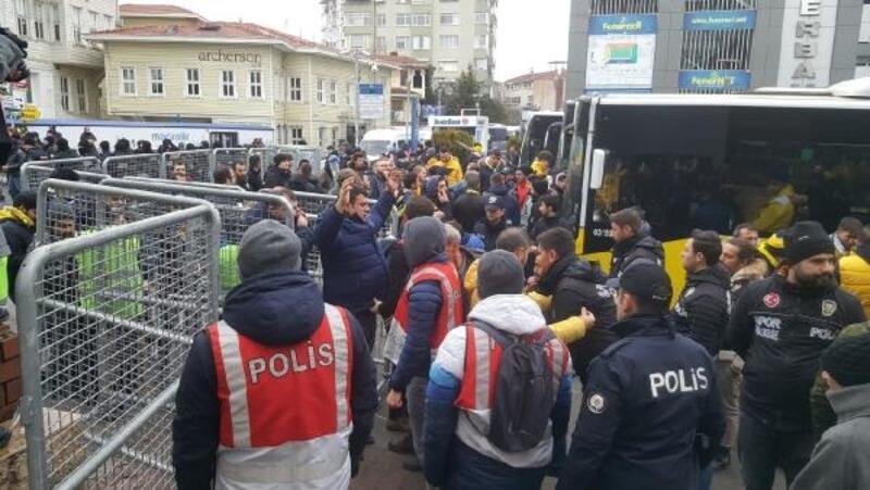 Fenerbahçe taraftarı derbi için yola çıktı