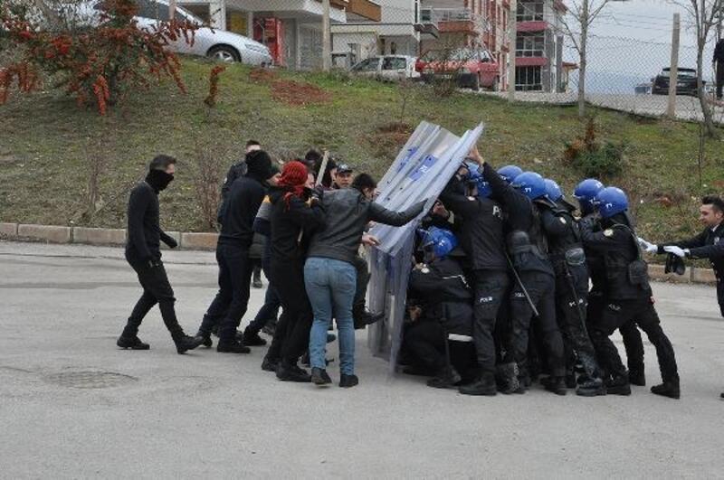 Kırıkkale'de, polisten 'toplumsal olaylara müdahale' tatbikatı