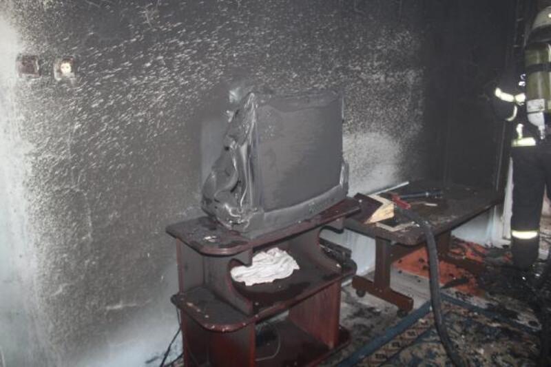 Evde çıkan yangında 5 çocuk dumandan etkilendi