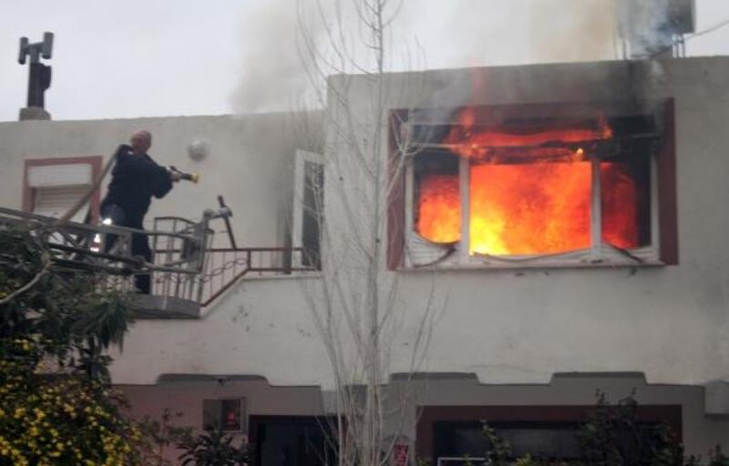 Dubleks ev yangında kül oldu