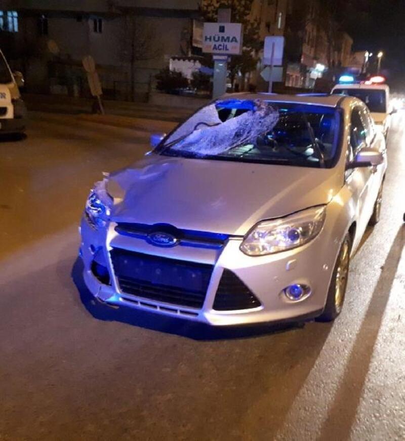 Kayseri'de otomobilin çarptığı yaya ve araçtaki 2 kişi yaralandı