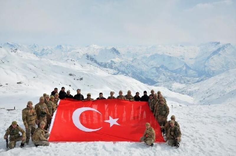 Kaymakam Pendik'ten Kato Dağı'nda Mehmetçik'e ziyaret