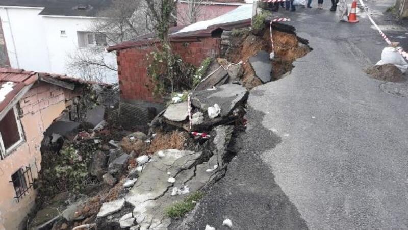 Beykoz'da toprak kayması; bir evde hasar oluştu