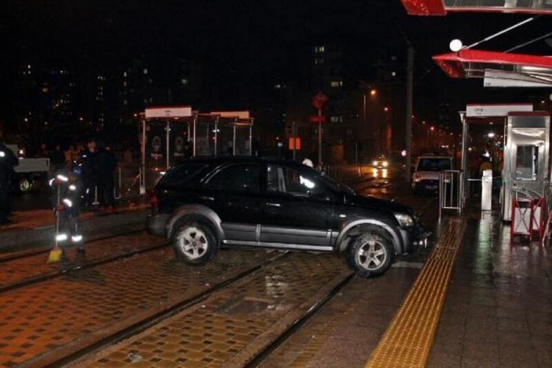 Cip tramvay hattınagirdi: 2 yaralı
