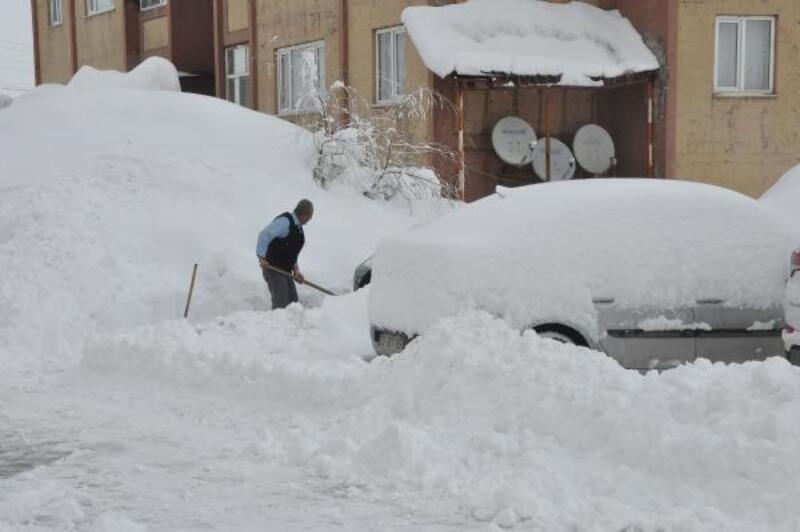 Van ve Bitlis'te 338 yerleşim biriminin yolu kardan kapandı