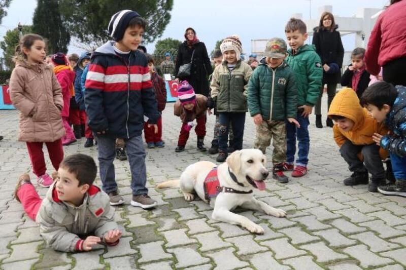 Jandarma köpeği 'Meşgul'çocukların gözdesi oldu