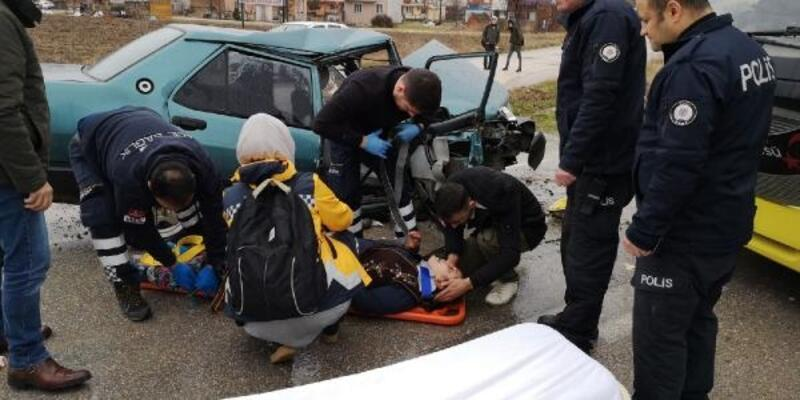 Kazada yaralandı, korkan hamile eşini 'Bir şeyin yok' diye sakinleştirdi