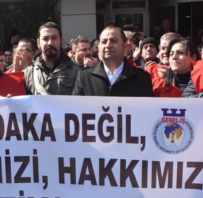 Karşıyaka'da Belediye işçilerinden maaş eylemi