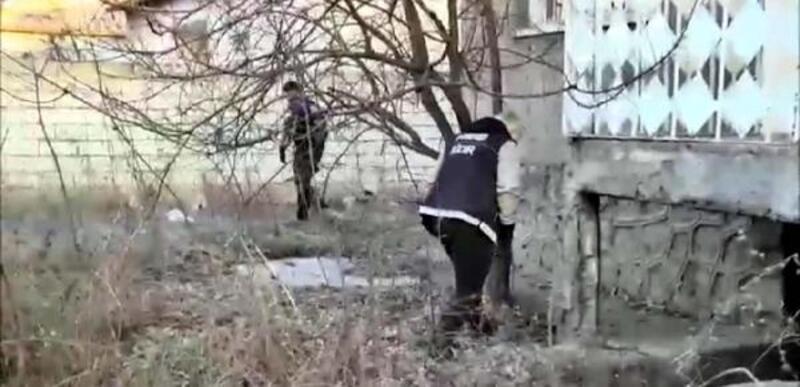 Polislerden kaçmak için ikinci kattan atlayınca yaralandı