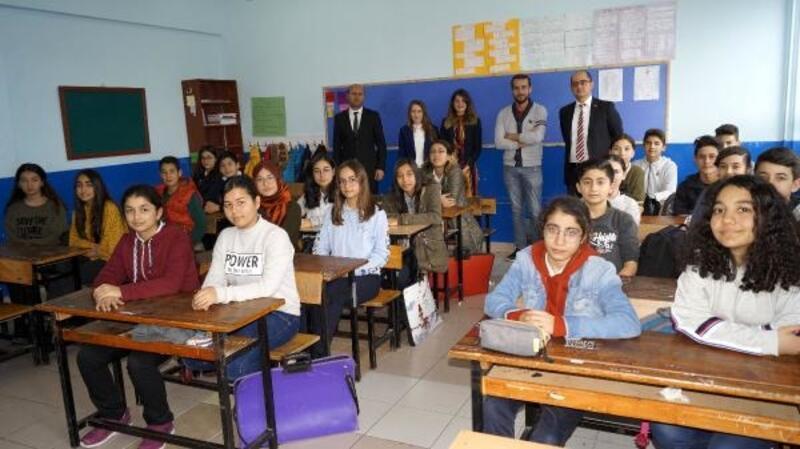 Finike'de öğrencilere hukuk ve adalet anlatıldı