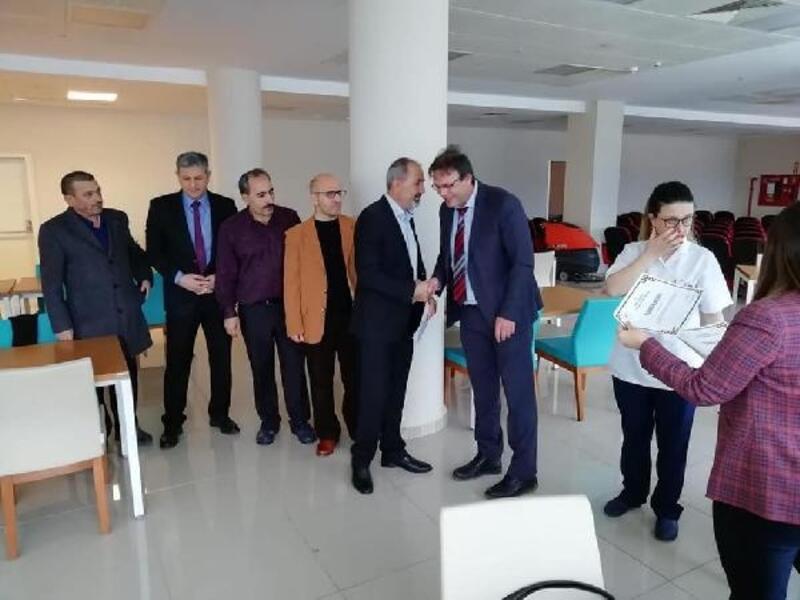 Orhangazi'de 25 yılını dolduran sağlık personeli ödüllendirildi