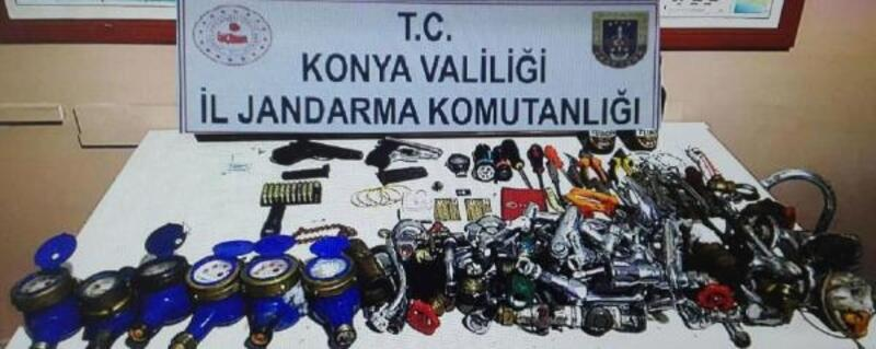 Jandarmadan kaçıp, 'hırsızlık' şüphesiyle gözaltına alındılar