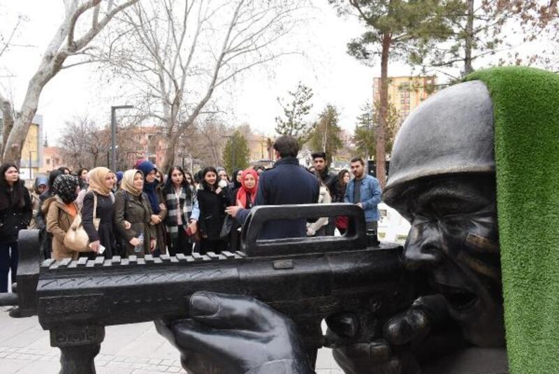 Kırıkkale'de üniversite öğrencileri kenti gezdi