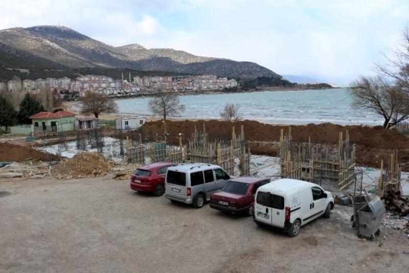 Eğirdir Gölü kıyısında inşaata tepki