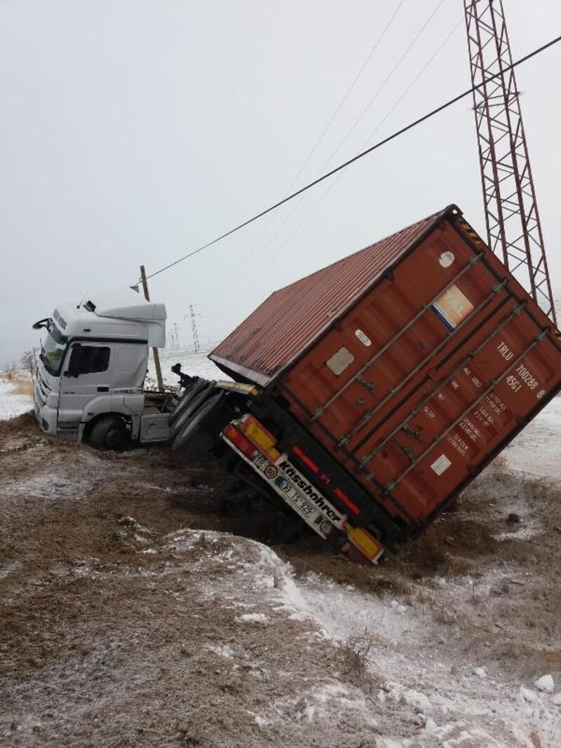 Kayseri'de 3 ayrı trafik kazası : 2 yaralı