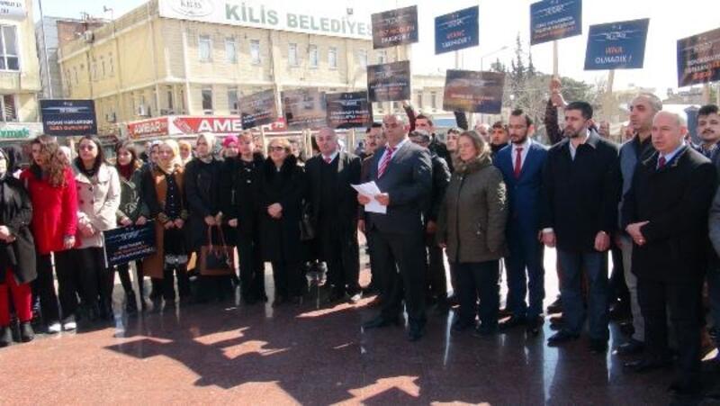 Kilis'te, AK Partililer 28 Şubat'ın yıl dönümünde basın açıklaması yaptı