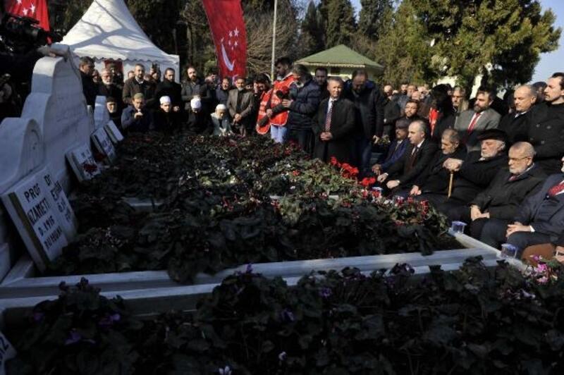 Necmettin Erbakan ölümünün 8'inci yıl dönümünde mezarı başında anıldı