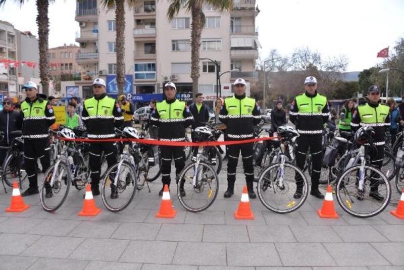 Dikili'de Bisikletli Polis Timleri göreve başladı