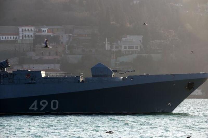 Rus ve ABD savaş gemileri İstanbul Boğazı'nda