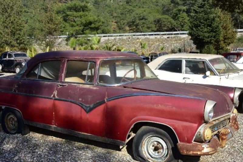 Zeki Müren'in kullandığı klasik otomobilin yenilenmesi yarıda kaldı
