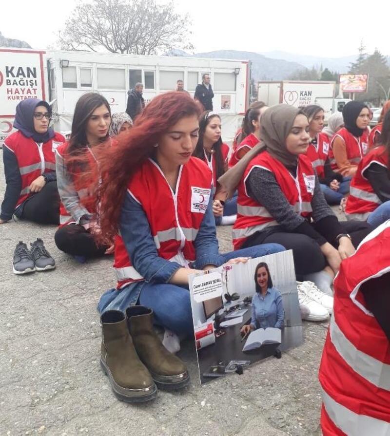 Genç Kızılay üyelerinden kadına şiddete protesto