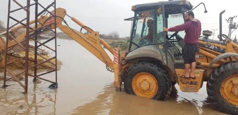 Kızıltepe'de sel; evler ve tarım arazileri su altında kaldı