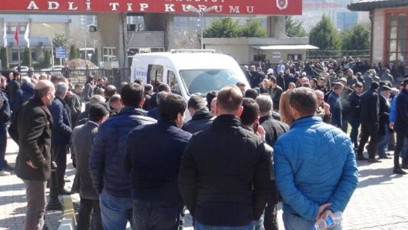 Arnavutköy'de silahlı çatışmada hayatını kaybedenlerin cenazesi Adli Tıp'tan alındı