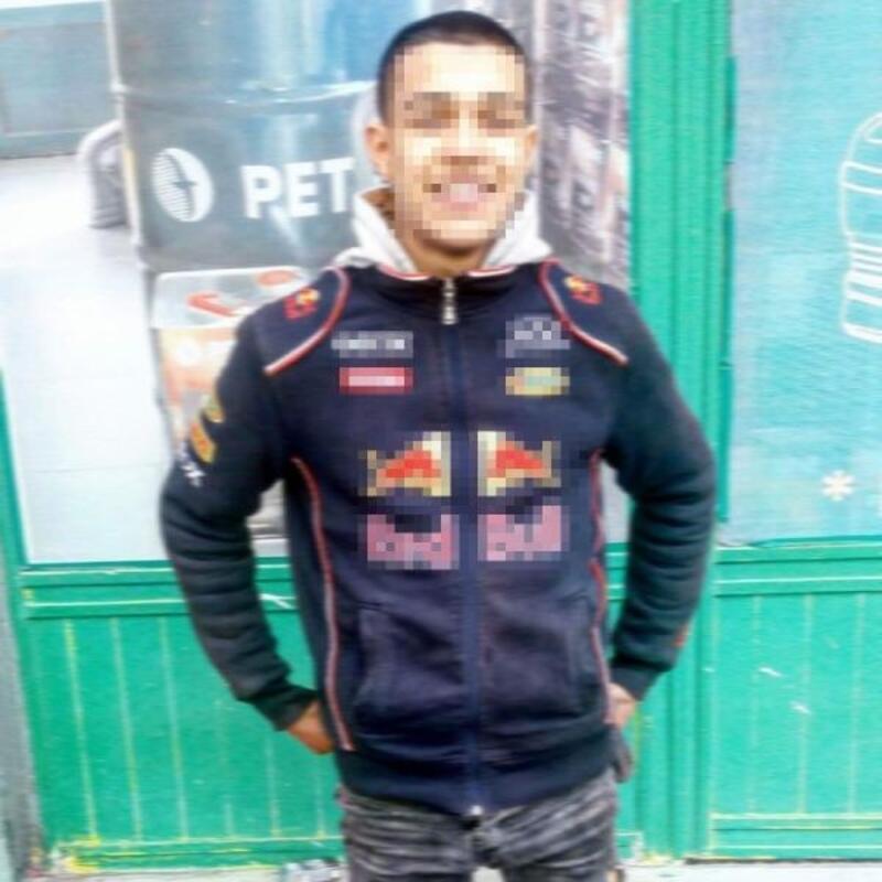 Annesine mesaj attığını iddia ettiği akrabasını, 17 yerinden bıçaklayarak öldürdü