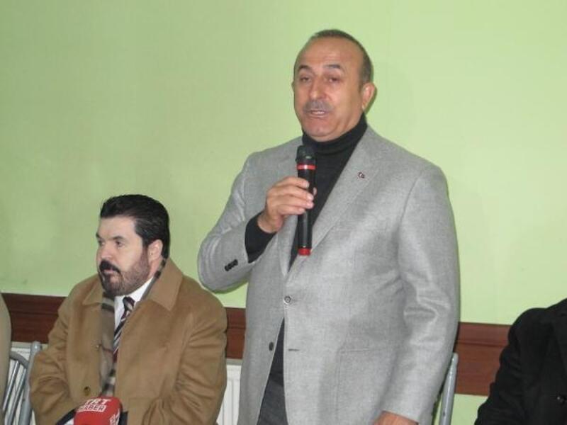 Bakan Çavuşoğlu MHP'lilerle esnaf ziyaret etti