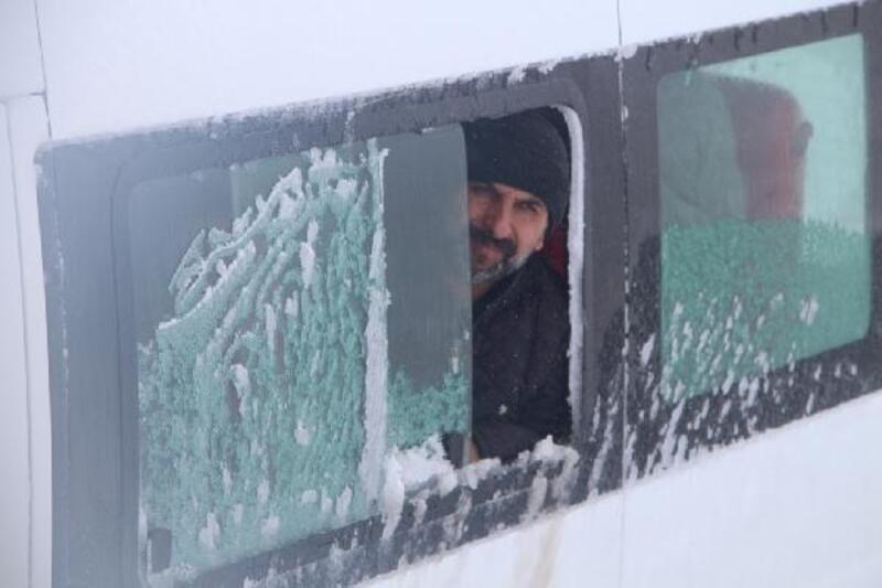 Karlıova'da mahsur kalanlar kurtarıldı