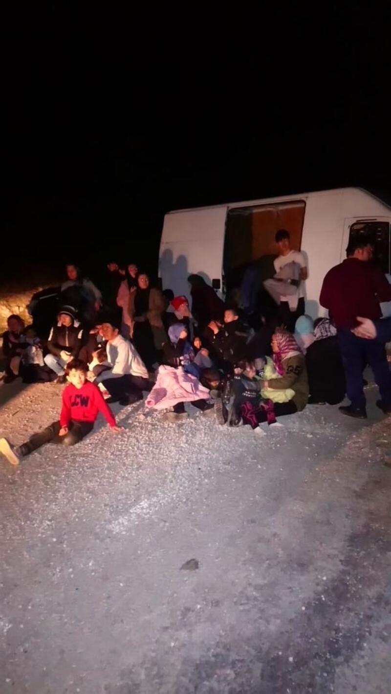 Ayvacık'ta 60 kaçak yakalandı, 4 insan kaçakçısı gözaltında