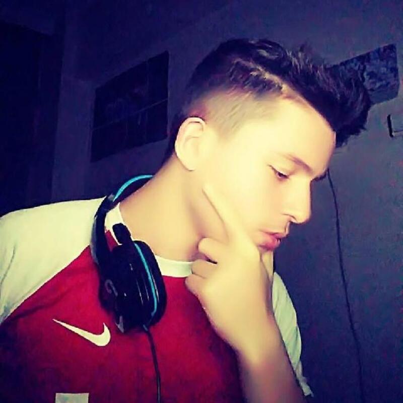17 yaşındaki Emirkan, okulun bahçesinde top oynarken öldü