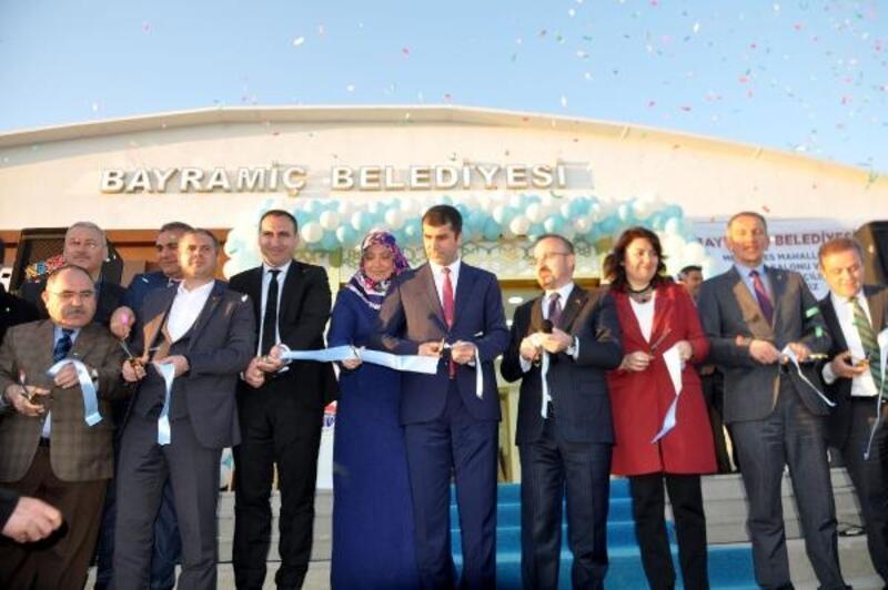 Bayramiç'te düğün salonu ve spor kompleksi açıldı