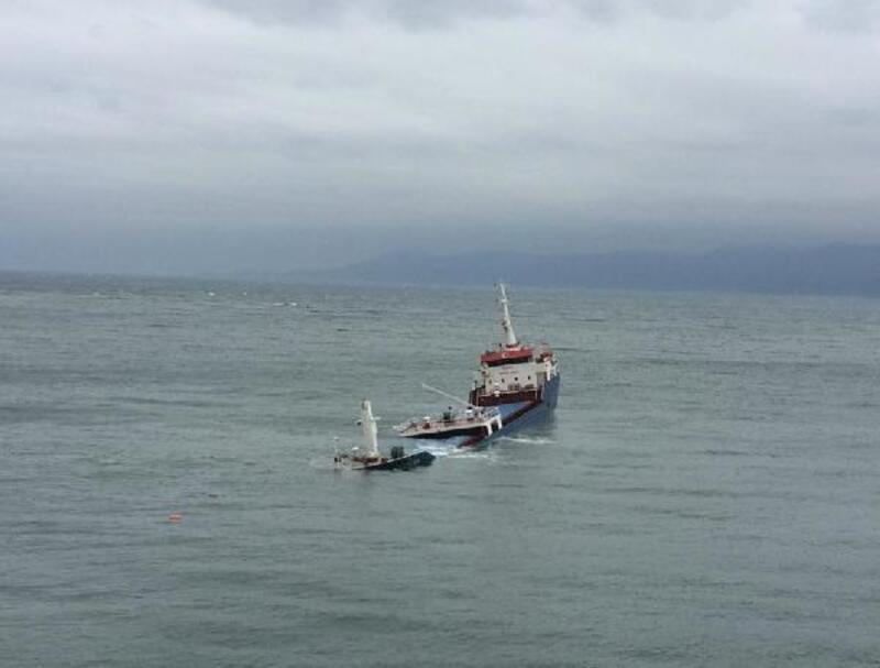 Marmara Adası'nda yük gemisi karaya oturdu, 6 kişi kurtarıldı