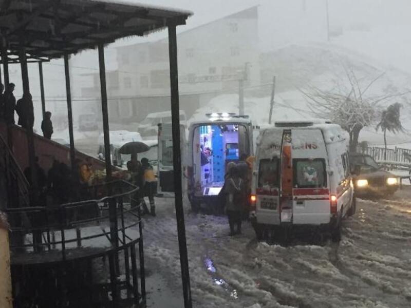 Beytüşşebap'ta minibüsler çarpıştı: 2'si ağır, 7 öğretmen yaralı