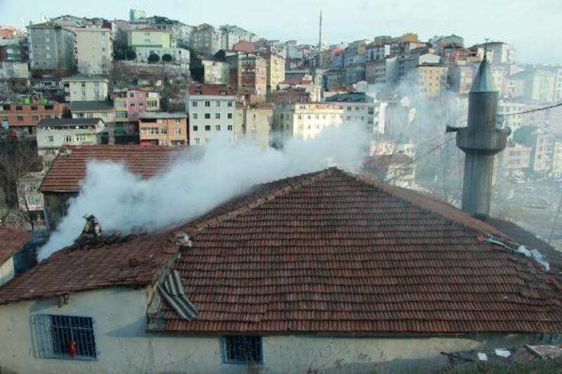 Kağıthane'de camide yangın
