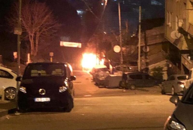 Kağıthane'de park halindeki otomobil yandı