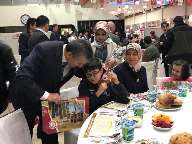 Başkan Tutal, şehit aileleri ve gazilerle yemekte buluştu