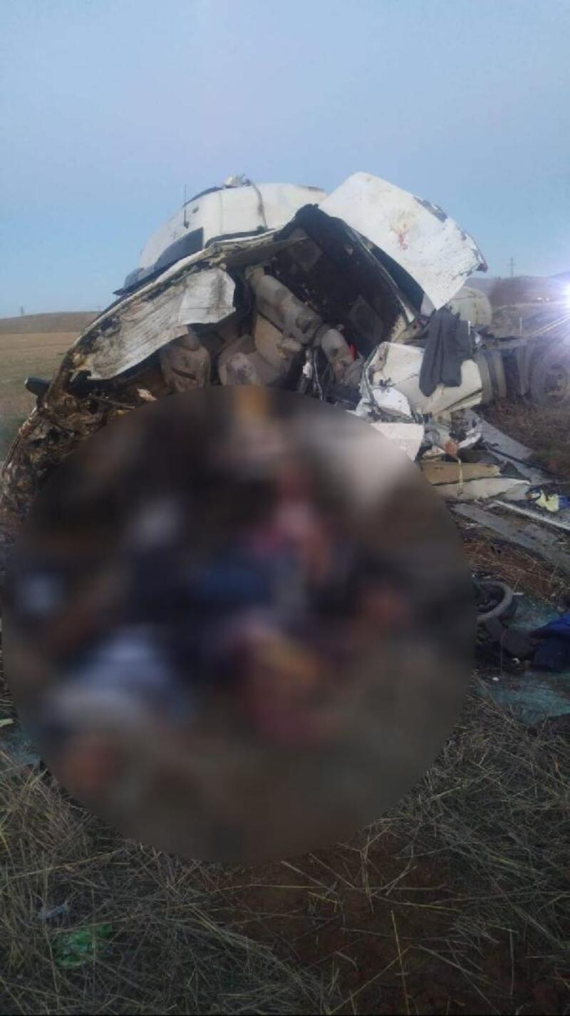 Kırşehir'de TIR ile otomobil kafa kafaya çarpıştı: 3 ölü, 3 yaralı