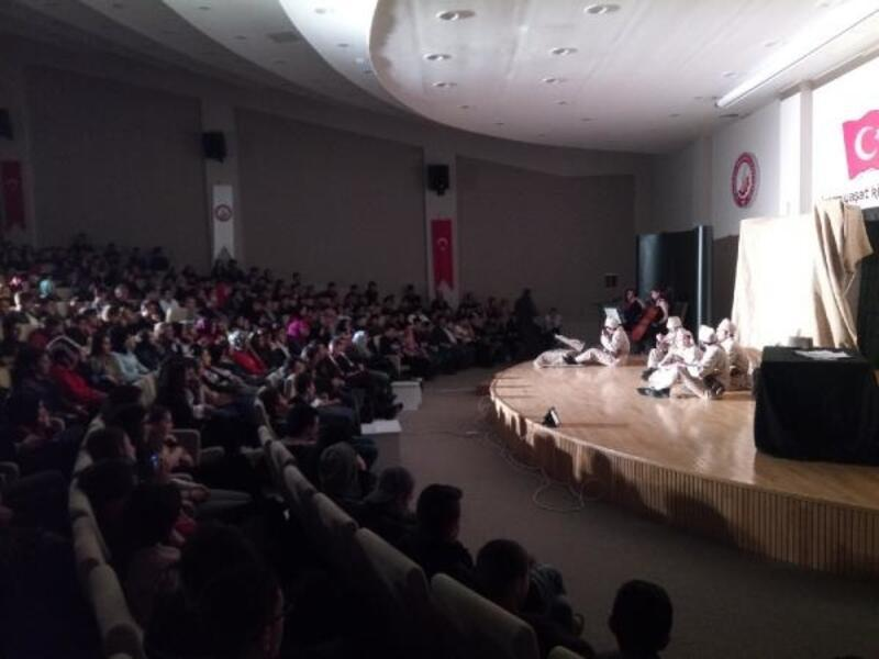 Seydişehir'de Çanakkale destanı tiyatro ile anlatıldı