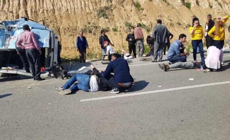 Adana'da 15 kişinin yaralandığı kazada can pazarı