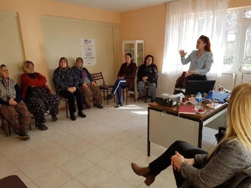 Kadın çiftçilere çilek yetiştiriciliği eğitimi verildi
