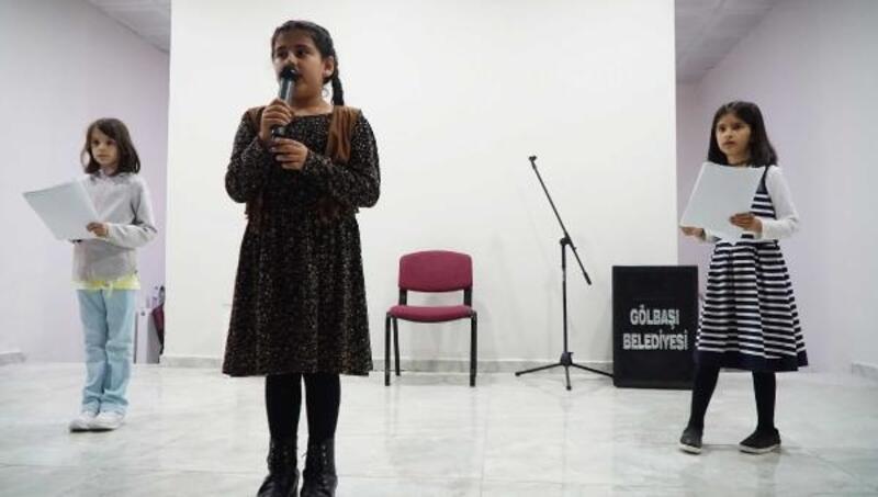 İlkokul öğrencilerinden şiir dinletisi