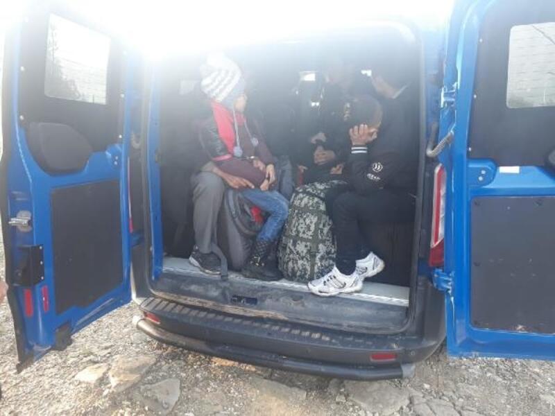 Ayvacık'ta 9 kaçak göçmen yakalandı